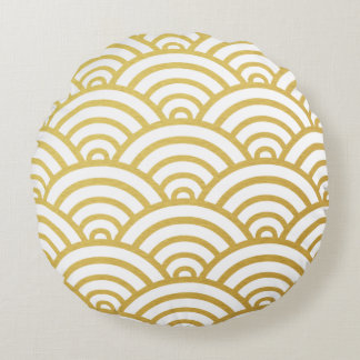 Gold & White Scallop Pattern Round Pillow