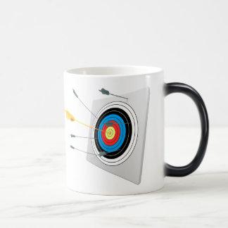 Golden arrow in a target morphing mug