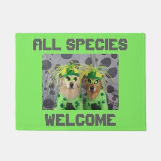 Golden Retriever Aliens Welcome All Species Doormat