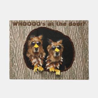 Golden Retriever Owls Whooos at the Door Doormat