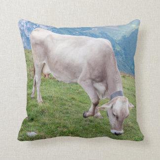 Grazing cow throw cushion