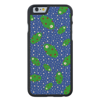 Green aliens blue stars carved® maple iPhone 6 case