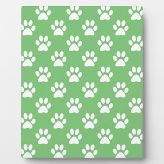 Green and white paws pattern plaque