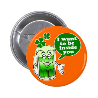 Green beer wants to be inside you 6 cm round badge