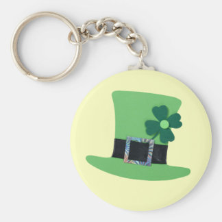 Green hat with clover for St. Patrick's day Basic Round Button Key Ring