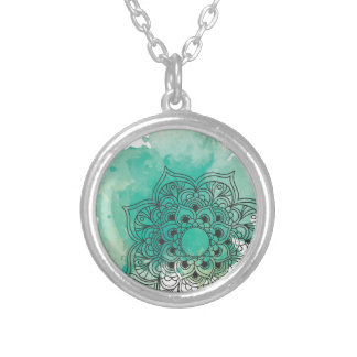 Green sends it silver plated necklace