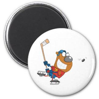 Grinning Bear Playing Ice Hockey 6 Cm Round Magnet