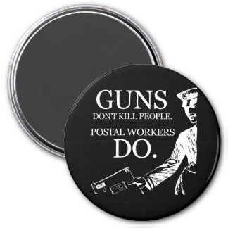 GUNS DON'T KILL PEOPLE, POSTAL WORKERS DO T-shirt 7.5 Cm Round Magnet