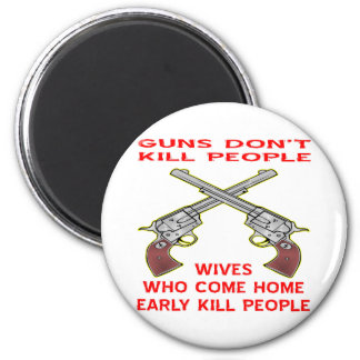 Guns Don't Kill People Wives Who Come Home Early 6 Cm Round Magnet