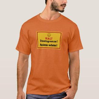 Halt Staatsgrenze! Berlin Wall, Germany Sign T-Shirt