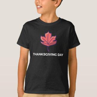 Happy Thanksgiving Day Maple Leaf Design T-Shirt