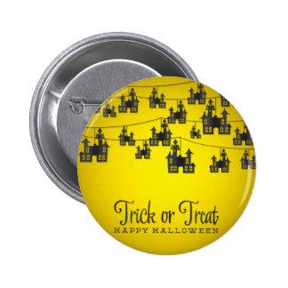 Haunted house string 6 cm round badge