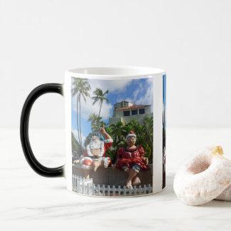 Hawaii Santa Claus Magic Mug
