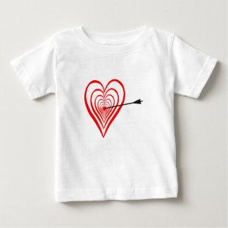 Heart Dartscheibe with arrow Baby T-Shirt