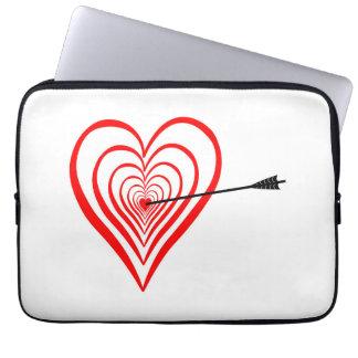 Heart Dartscheibe with arrow Laptop Sleeve