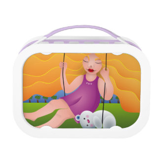 Hermosa chica en columpio con su oso lunch box