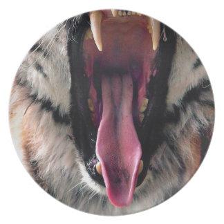 Hi-Res Tiger Bearing Jaws Dinner Plates