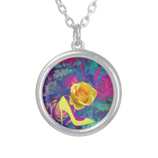 High heels and flower round pendant necklace