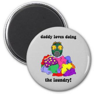 Hilarious dad 6 cm round magnet