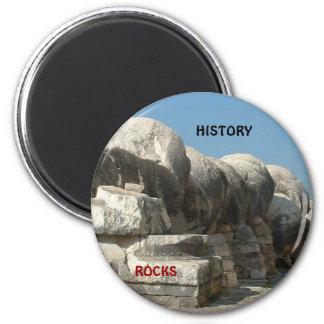 History rocks 6 cm round magnet