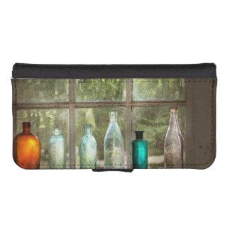 Hobby - Bottles - It's all about the glass iPhone SE/5/5s Wallet Case