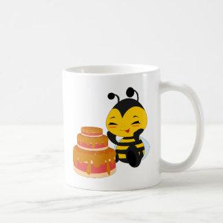 Honey bee with cake - Mug