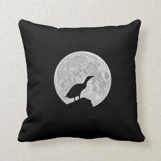 Howling duck cushion