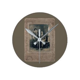 husband&wife round clock