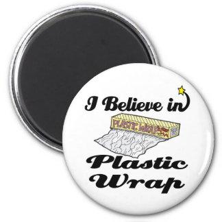 i believe in plastic wrap 6 cm round magnet