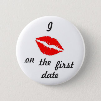 I Kiss on the first date 6 Cm Round Badge