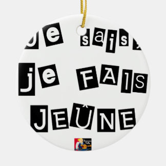 I know, I FAIS FAST - Word games Ceramic Ornament