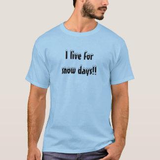 I live for snow days!! T-Shirt