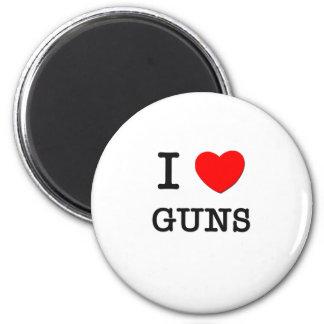 I LOVE GUNS 6 CM ROUND MAGNET