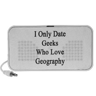 I Only Date Geeks Who Love Geography iPod Speakers