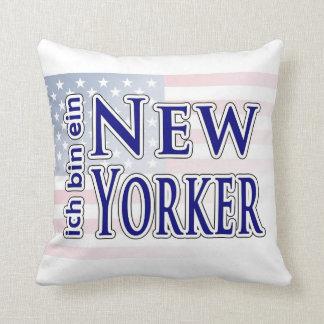 """""""ich bin ein New Yorker"""" Throw Cushions"""