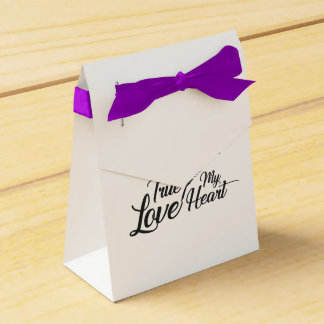Illustration True Love Feather Favour Box