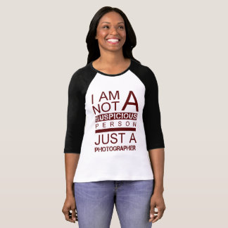 Im not a suspicious person red t-shirt woman