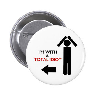 Im with a total idiot 6 cm round badge