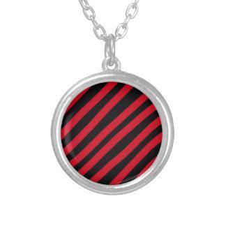 Impediment rode stripes round pendant necklace