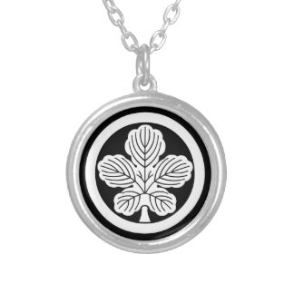 In circle leaf of rudder silver plated necklace