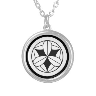 In circle nine bamboo grasses silver plated necklace