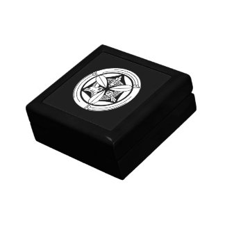 In circle of bamboo three feather sparrow gift box