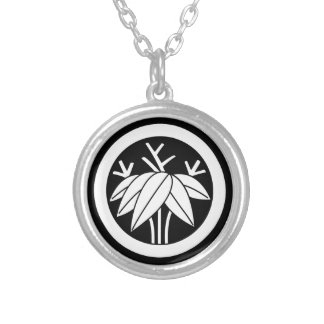 In circle root bamboo grass silver plated necklace