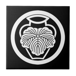 In medium flower in 壺 ivy ceramic tile