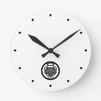 In medium flower in 壺 ivy clocks