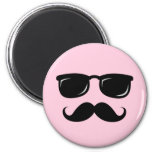 Incognito pink magnet with moustache and sunglasse