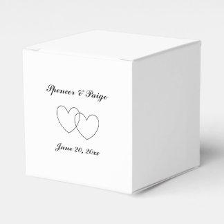 """Interlocking Hearts"" Favor Boxes"