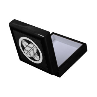 Intersecting hawk feathers in circle small square gift box