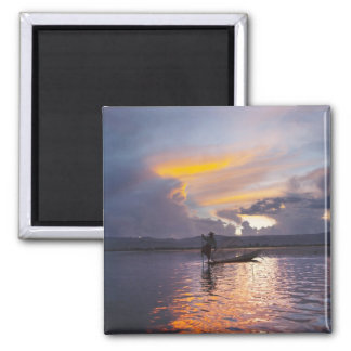 Intha fisherman leg rowing boat fishing with net square magnet