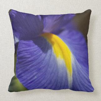 Iris Love Pillow